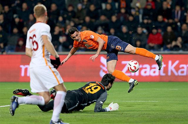 Galatasaray'a 2 gol atan Mustafa Pektemek, sosyal medyayı salladı