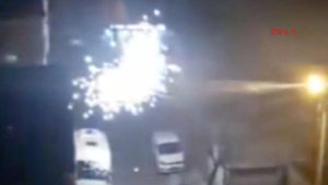 Bahçelievler'de elektrik direğindeki patlamalar paniğe yol açtı