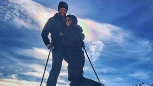 Berk Oktay ve eşi Merve Oktay, zirvede hatıra fotoğrafı çektirdi