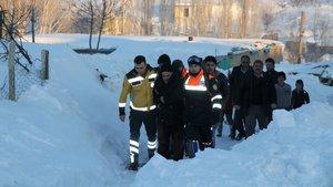 Muş'ta mahsur kalan hastaları ekipler kurtardı