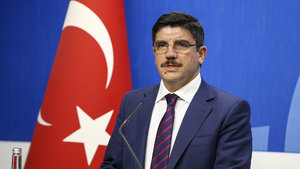 Yasin Aktay: Milletvekili bakan olamayacak