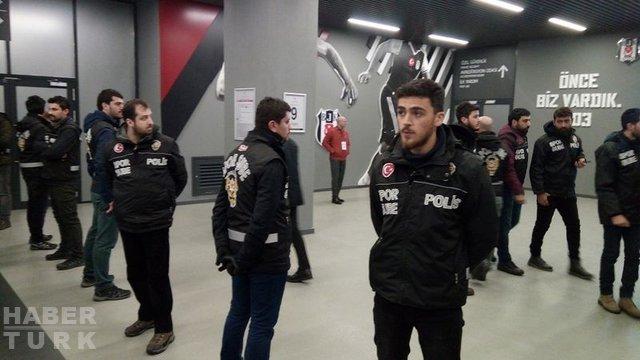 Beşiktaş - Fenerbahçe derbisinde ortalık karıştı