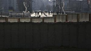 Mitrovica'yı ikiye ayıran duvar yıkıldı