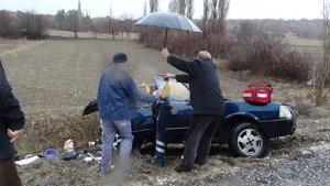 Kütahya'da iki otomobil çarpıştı: 2 yaralı