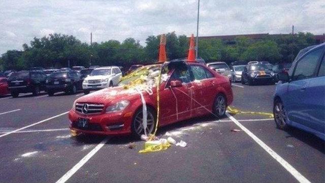 Arabasını yanlış yere park edenler