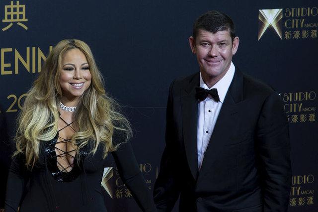 Ünlü şarkıcı Mariah Carey 900 bin TL'lik gelinliğini ateşe verip yaktı!
