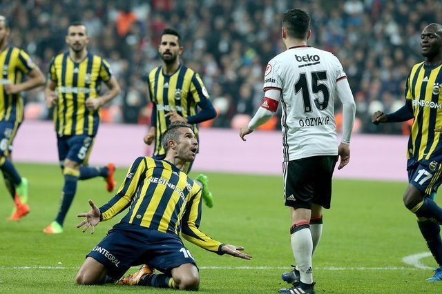 """Beşiktaş'ın hocası Şenol Güneş'in derbi öncesi """"Fenerbahçeli futbolcular bizi tahrik edip maçı bu şekilde kazanmak isteyeceklerdir"""" dediği öğrenildi"""