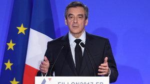 François Fillon adaylıktan çekilmeyeceğini açıkladı