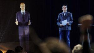 Fransa'da cumhurbaşkanı adayı Jean-Luc Melenchon hologram kullandı