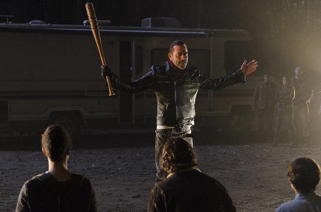 The Walking Dead 7. sezona kaldığı yerden devam ediyor