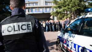 François Hollande'dan polislerin tecavüzüne uğrayan gence ziyaret