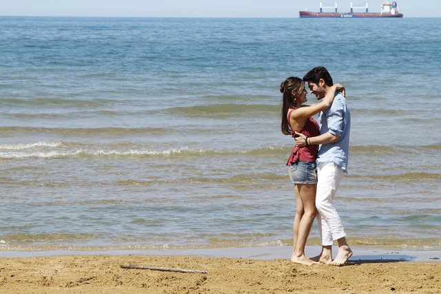 Hande Erçel ve Burak Deniz, ocak ayına damgalarını vurdu