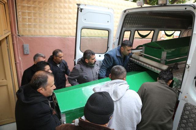 Adana'da oğlunun ölümüne yol açtığı eşini uğurlayan kadın yürek yaktı