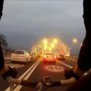 Avrasya Tüneli'ni bisikletle geçti!