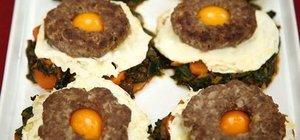 Ispanak yatağında yumurtalı köfte tarifi