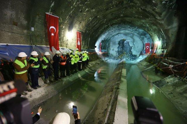 Kabataş-Mecidiyeköy-Mahmutbey metrosunda tüneller birleşti