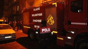 Yaralı kadını yangından polis kurtardı