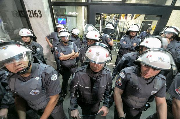 Brezilya'da sular durulmuyor! Polisler meclisi bastı