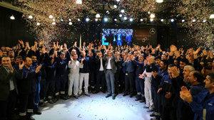 Mercedes-Benz Türk 50. yılını tüm çalışanları ile coşkuyla kutladı