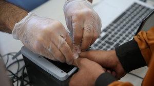 Çin sınırda yabancılardan parmak izi alacak