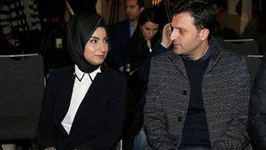 Modacı Dilek Hanif'ten, Türk Kızılayı yararına defile
