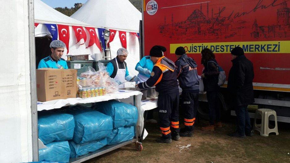 İBB'den Çanakkale'deki deprem bölgesine yardım
