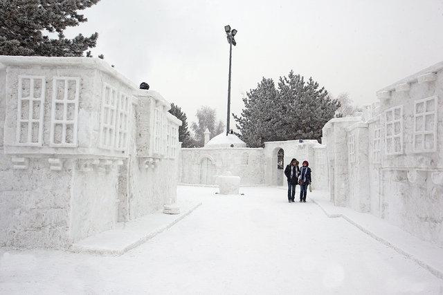 Erzurum'daki kardan yapılar göz kamaştırıyor!