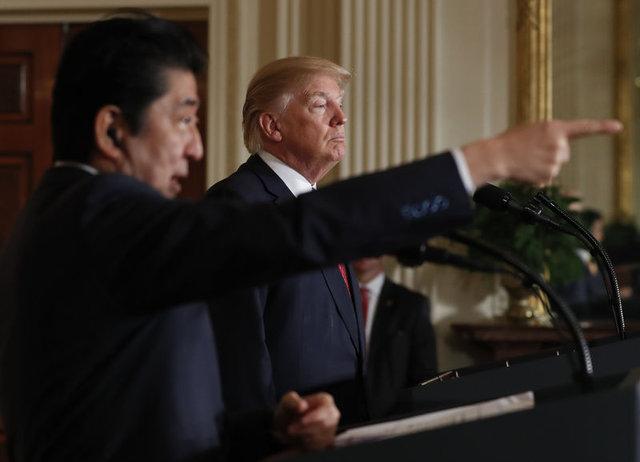 Trump'tan basın toplantısında şoke eden hareket!