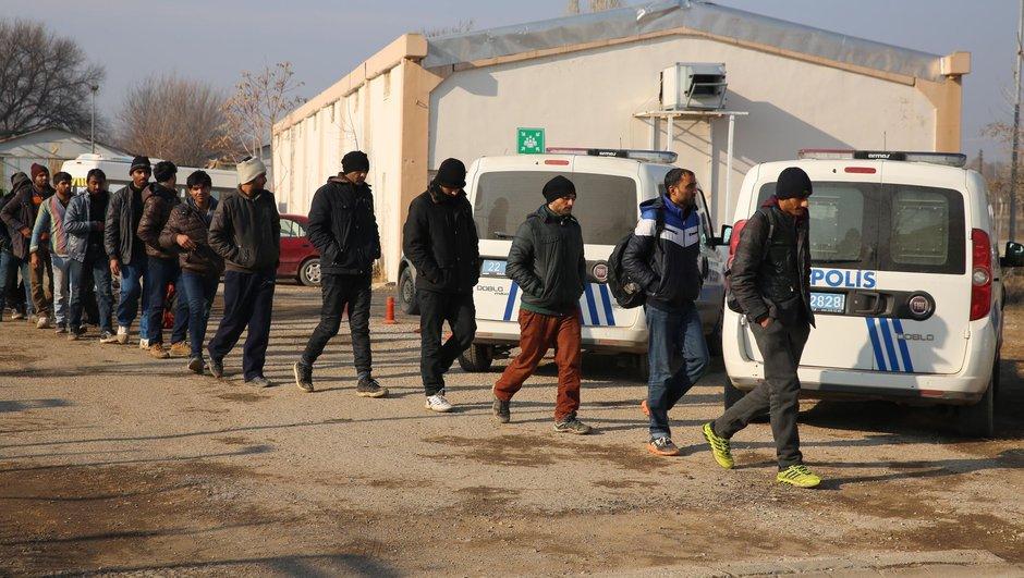 19 göçmen Türkiye'ye gönderildi