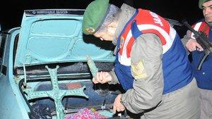 Yol kontrolünde durdurulan araçtan tarihi eserler çıktı