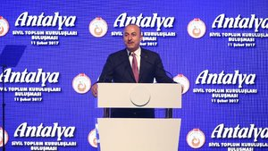 Mevlüt Çavuşoğlu: Pasaport yerine kimlikle ülkemize gelmeleri için çalışıyoruz