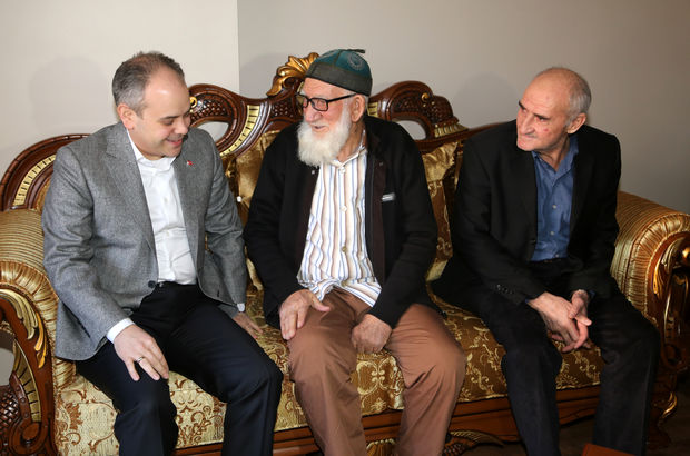 Bakan Kılıç'tan 89 yaşındaki Bayraktutan'a sürpriz ziyaret