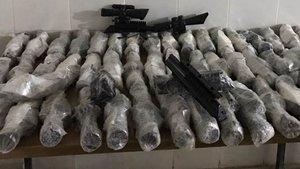 Hakkari'de bir araçta 54 adet silah dürbünü ele geçirildi