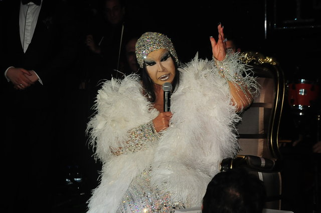 Bülent Ersoy, sahneye 27 bin dolarlık kıyafetiyle çıktı