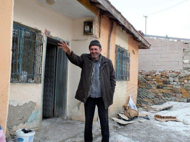 Yozgat'ta bakıma muhtaç olan Osmanpaşa Aslan'ın sokak köpeklerine sahip çıktığını duyan hayvanseverler harekete geçti