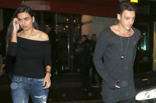 Amine Gülşe ile Mesut Özil Londra'da yakalandı