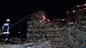 Tarihi düğmeli ev yandı