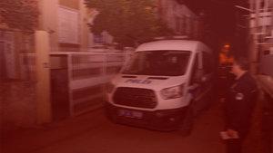 Adana'da maskeli kişi, girdiği evdeki kadını bıçakladı