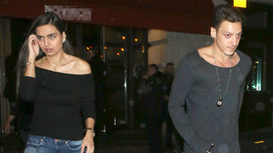 Mesut Özil ile Amine Gülşe tekrar görüşmeye başladı