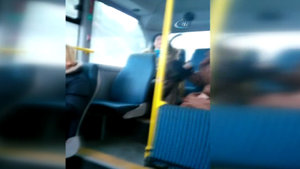 Minibüs'te genç kıza çirkin saldırı