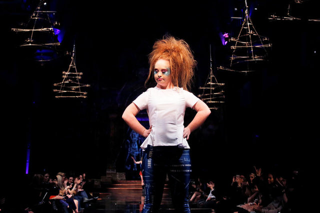 Down sendromlu model Madeline Stuart kendi koleksiyonuyla karşımızda