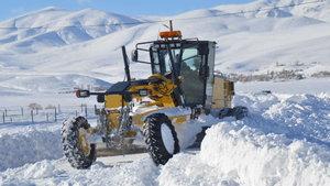 Ağrı'da ulaşıma kar engeli