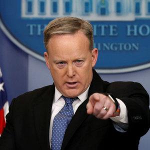 """""""Trump, Flynn'in durumunu değerlendiriyor"""""""