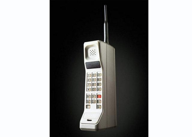 17 yıllık telefonunu değiştirmiyor!