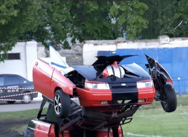 Otomobili silahlı robota çevirdiler