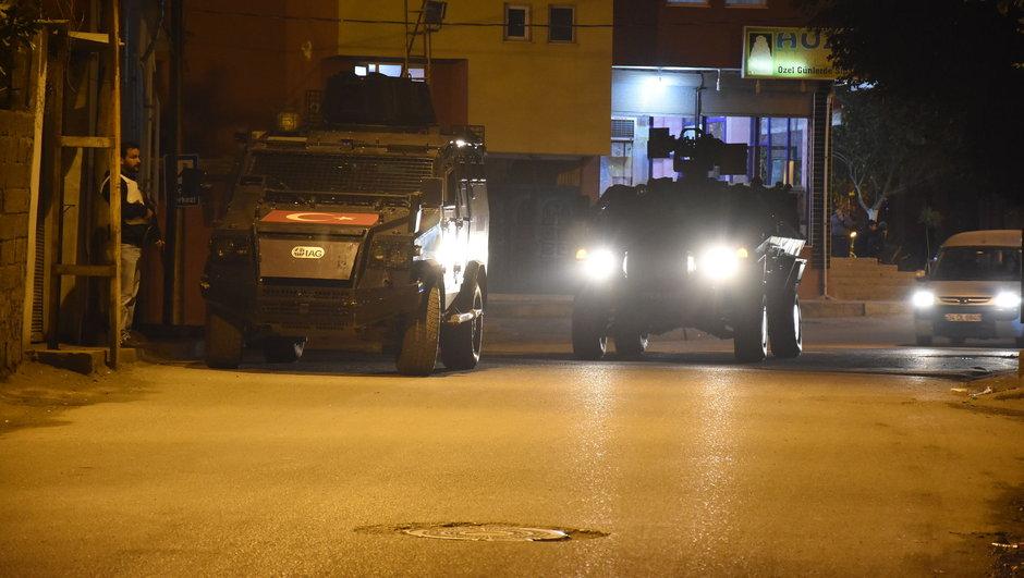 Dargeçit'te zırhlı aracın geçişi sırasında patlama