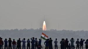 Hindistan tek seferde uzaya 104 nano uydu gönderdi