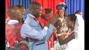 Kenya'da 1 dolarlık düğünle evlenen çifte telli duvaklı düğün!