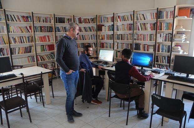 """""""Komünist Başkan"""", 3 bin nüfuslu ilçeye 10 bin kitaplık kütüphane kurdu"""