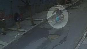 Freni tutmayan bisikletle son sürat iş yerine daldı!